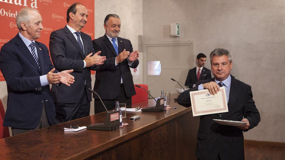 El director de La Voz, Angel Falcón, recibe el premio
