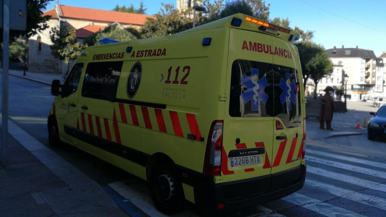El presidente de la Generalitat, Quim Torra, se hidrata con un licor autóctono durante un  almuerzo amarillo  en Gerona.