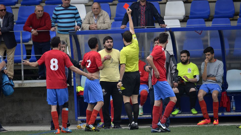 Incidentes al final del partido Corcubión-Muxía.Cristiano Ronaldo celebra un gol en el Pizjuán