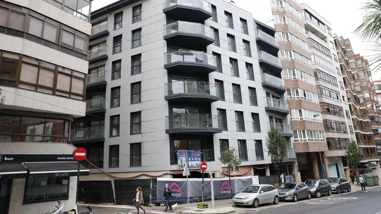 El edificio ocupado de Gran Vía por dentro.Muchas de las casas desocupadas se encuentran en el perímetro de la urbanización, situada en la zona O Boial