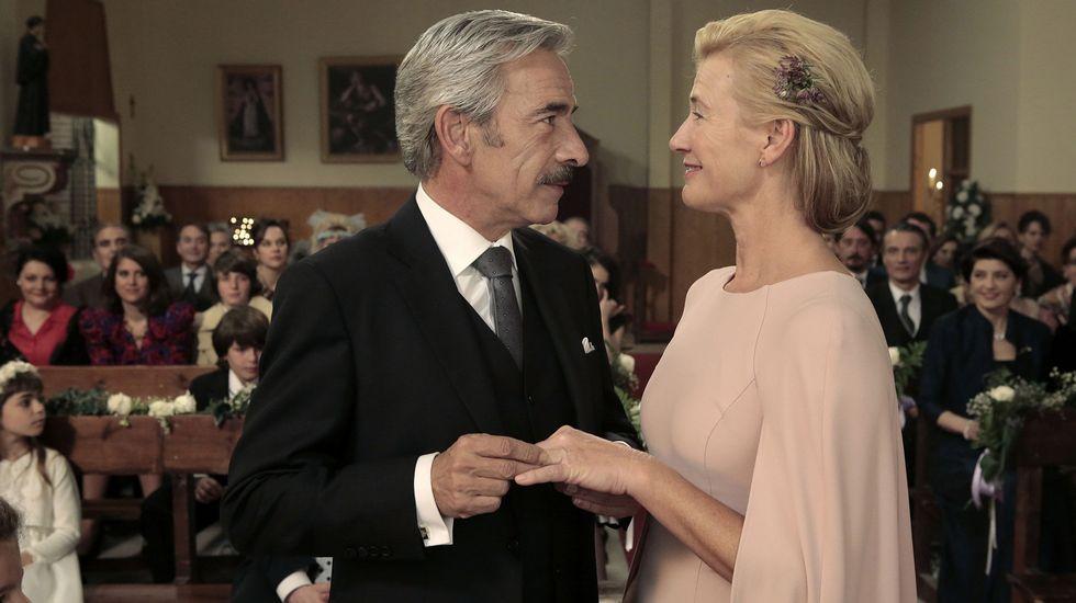 Javier Fernández interviene en el Comité Federal del PSOE, con Pedro Sánchez al fondo.Una escena del último capítulo emitido de la serie.