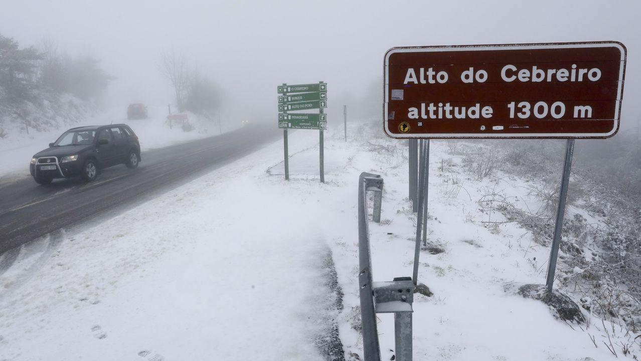 A Fonsagrada amaneció nevada.José Camilo López nunha exposición de fotografía de natureza que presentou anteriormente en Bóveda