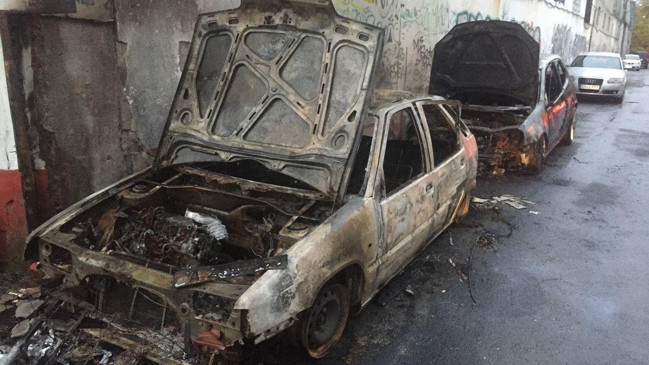 Arden dos coches en A Barcala.Imagen de archivo del parque de bomberos de Arteixo
