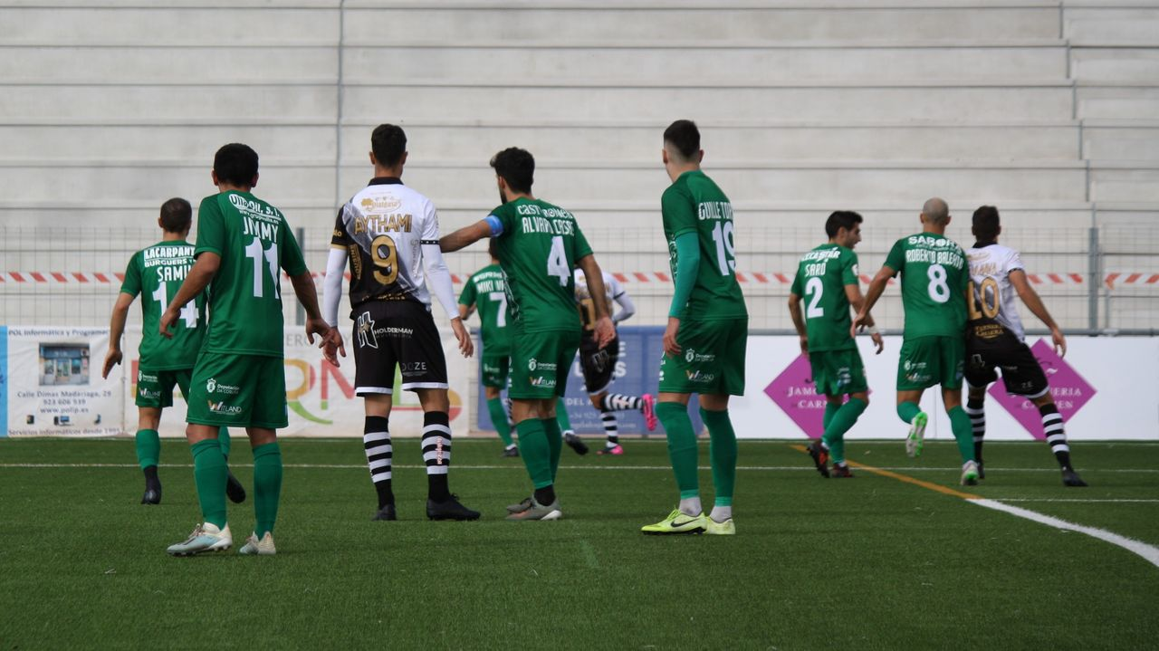 Diez días sin agua en Pontedeume.Imagen del partido de Copa de la pasada temporada entre el Deportivo y el Unionistas