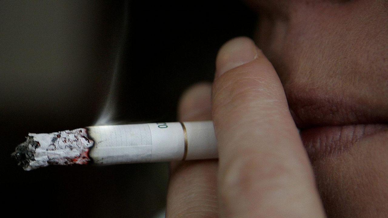Ser fumador pasivo aumenta hasta un 30% el riesgo de ictus o infarto