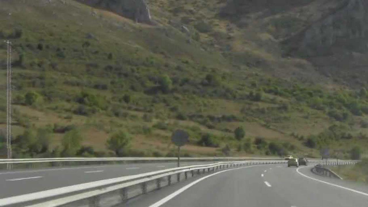 Entrevista a Adrián Barbón, candidato del PSOE.Autopista del Huerna a su paso por Caldas de Luna