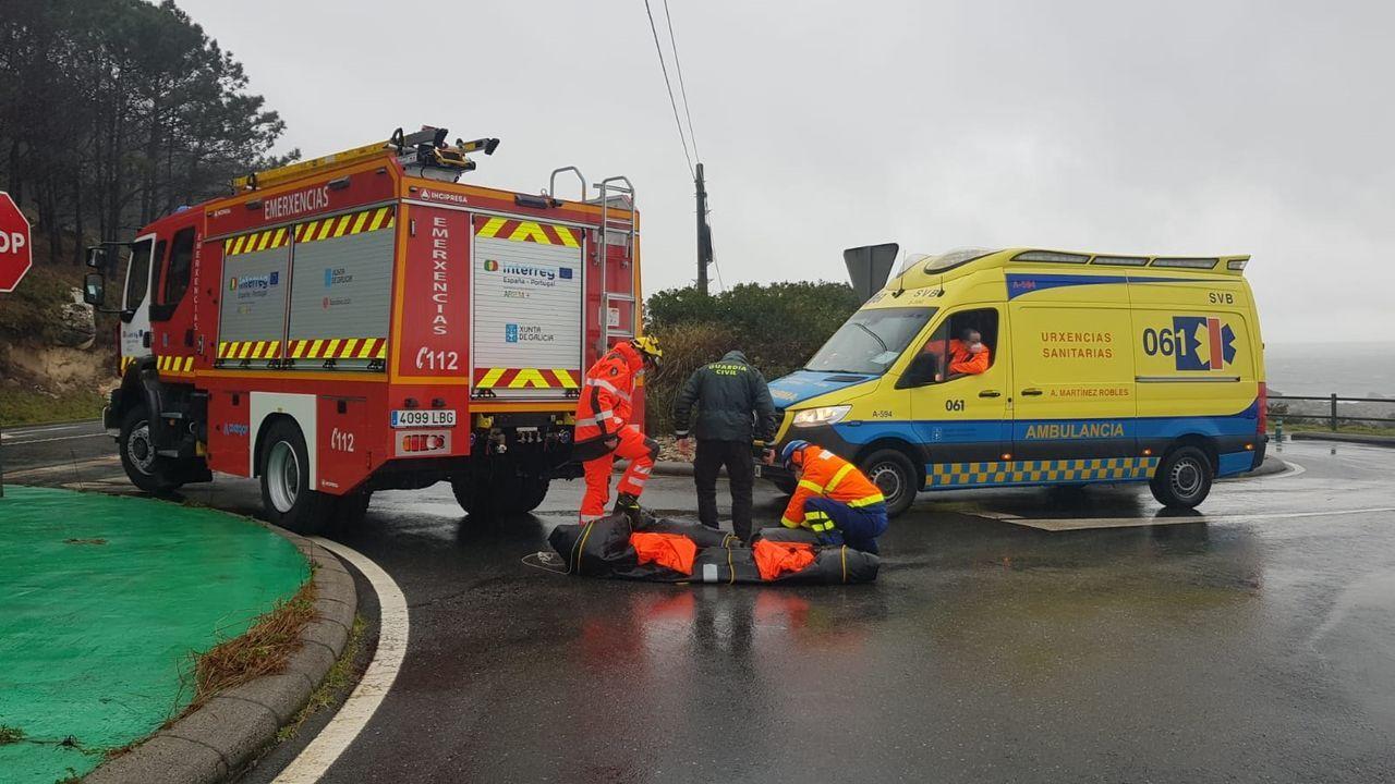 Comuneros denuncian estragos de motos, quads y todoterrenos en los montes.Carmela Silva, junto a Gonzalo Caballero, este miércoles en Pontevedra