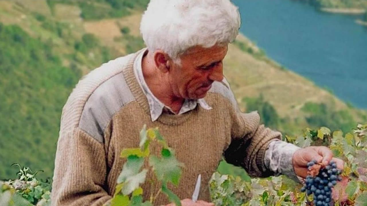 Un recorrido visual por las tierras de Amandi.El alcalde de Sober y el máximo responsable de la Sgae en Galicia, ayer durante la presentación del acuerdo