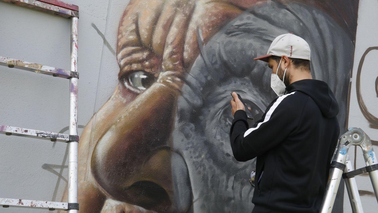 Diego As, elaborando el grafiti con el que ganó el premio nacional