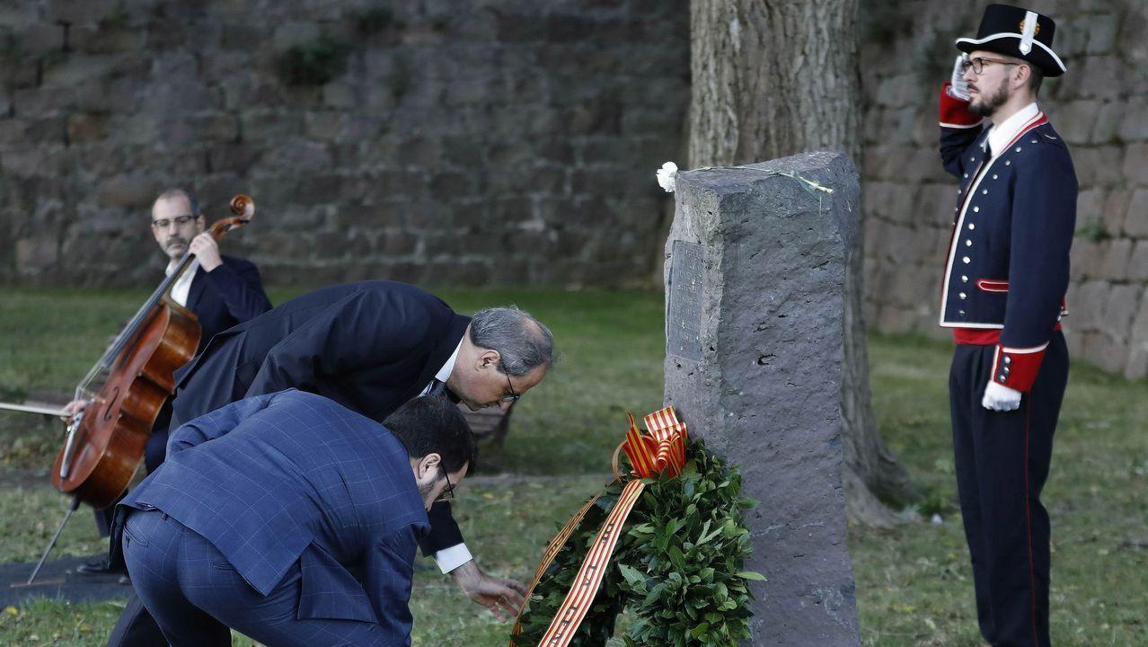 El presidente de la Generalitat, Quim Torra, acompañado del vicepresidente, Pere Aragonès, en el homenaje a Companys