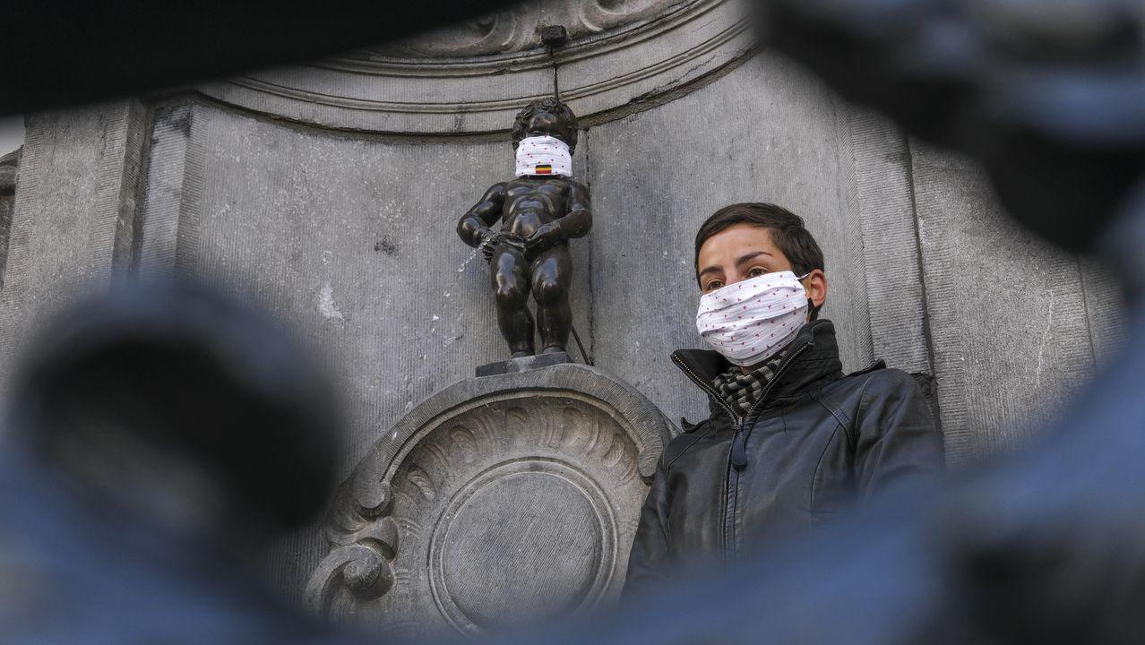 En Bruselas, el mítico Manneken-Pis no se ha librado de la mascarilla
