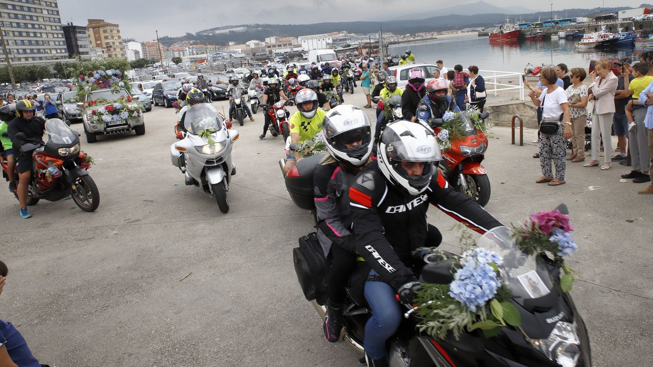 ¡Mira aquí las imágenes del desfile de las reinas de las fiestas de Boiro!