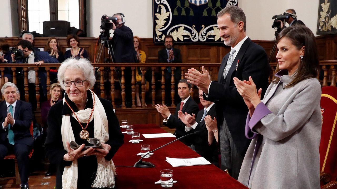 El último adiós a Rubalcaba, en imágenes.Vitale recibió el premio de manos de los reyes