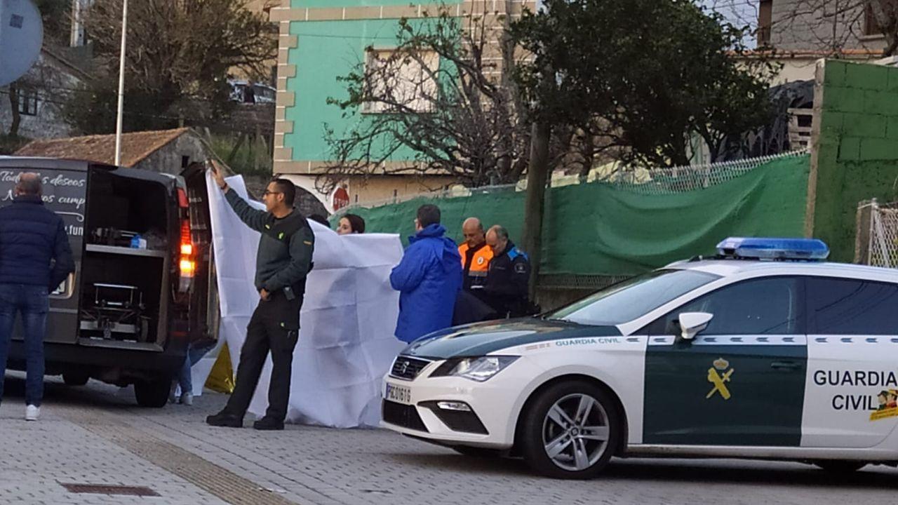 Valla rota frente al cuartel de la Guardia Civil