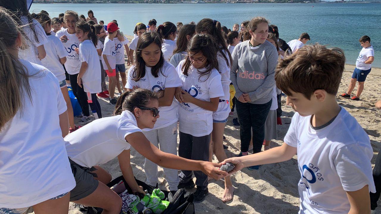¡Búscate en la limpieza de la playa de Barraña!