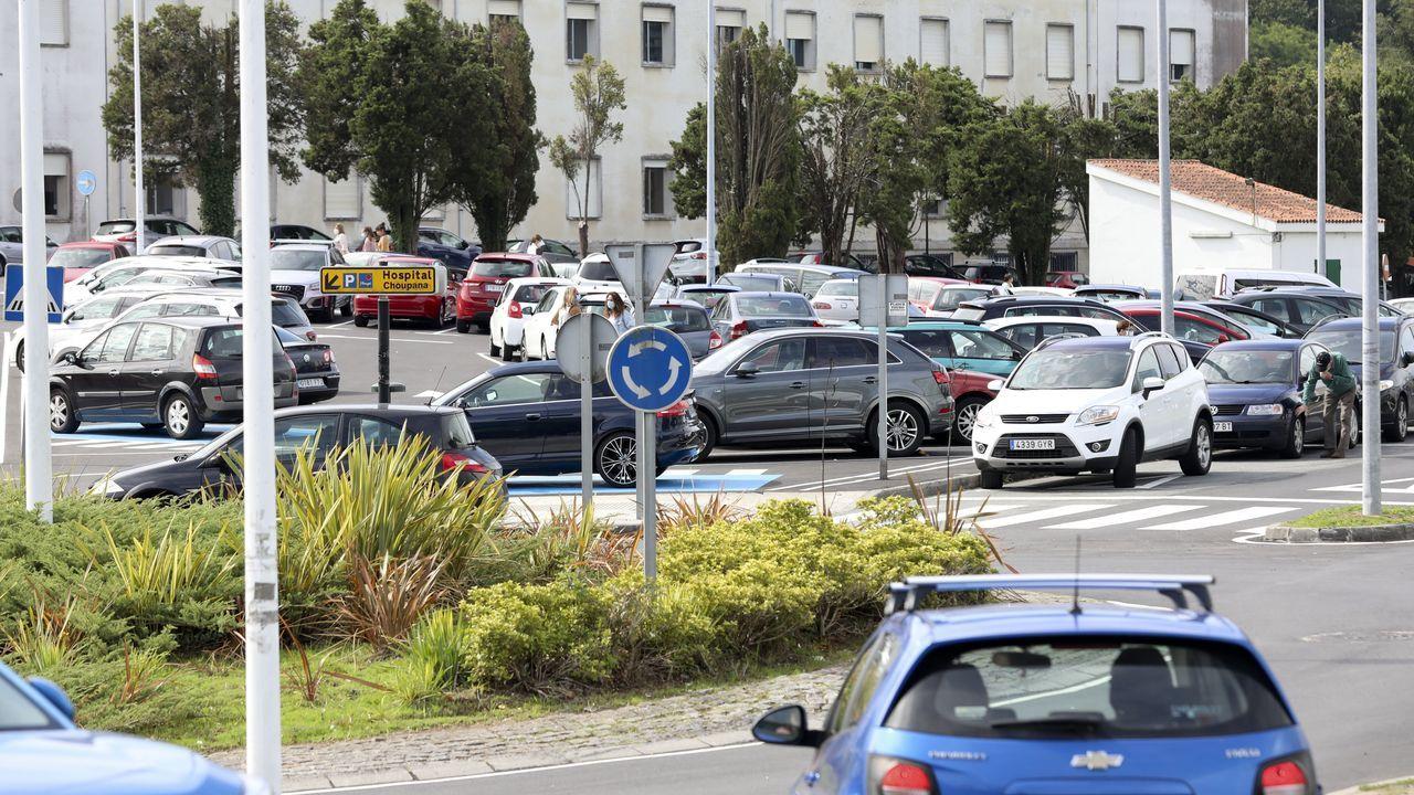 Los problemas de aparcamiento en el Hospital Clínico.Las nuevas restricciones se suman a otras como la prohibición de fumar en ciertas terrazas