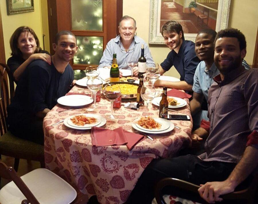 La familia de Manu Ferreiro acogió a Rogers, Green y Adón.