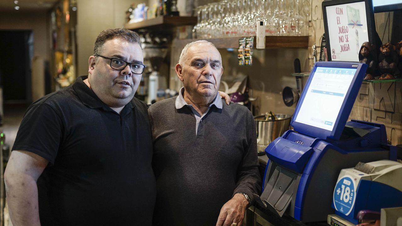 Rami gonzález y Luis Prol, propietarios del cafe bar 2.000 donde entregaron 1,9 millones de euros en bonoloto este lunes.Acto de presentación de la sexta convocatoria del concurso de ideas empresariales