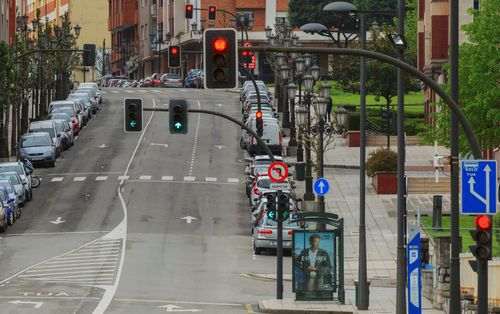 OVIEDO, 19/04/2020.- Vista de las calles vacías de Oviedo este domingo durante el trigésimo sexto día de confinamiento decretado para frenar el avance del coronavirus. EFE/ Alberto Morante