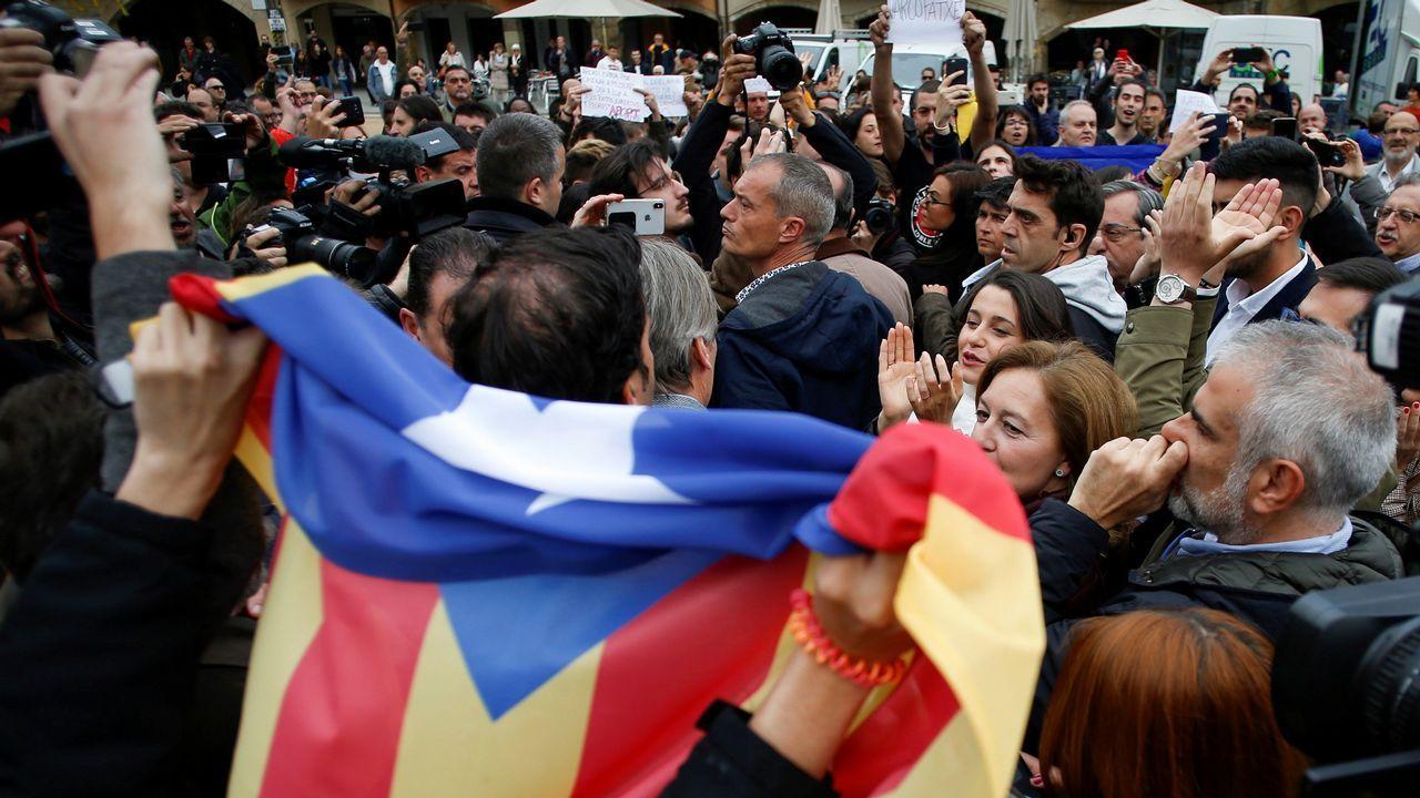 Independentistas increpan a Arrimadas en un acto en Vic.Pablo Casado, en el acto político del PP en Alicante