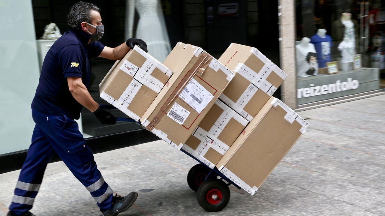 Almacén de Amazon en Madrid, durante el Black Friday del 2015