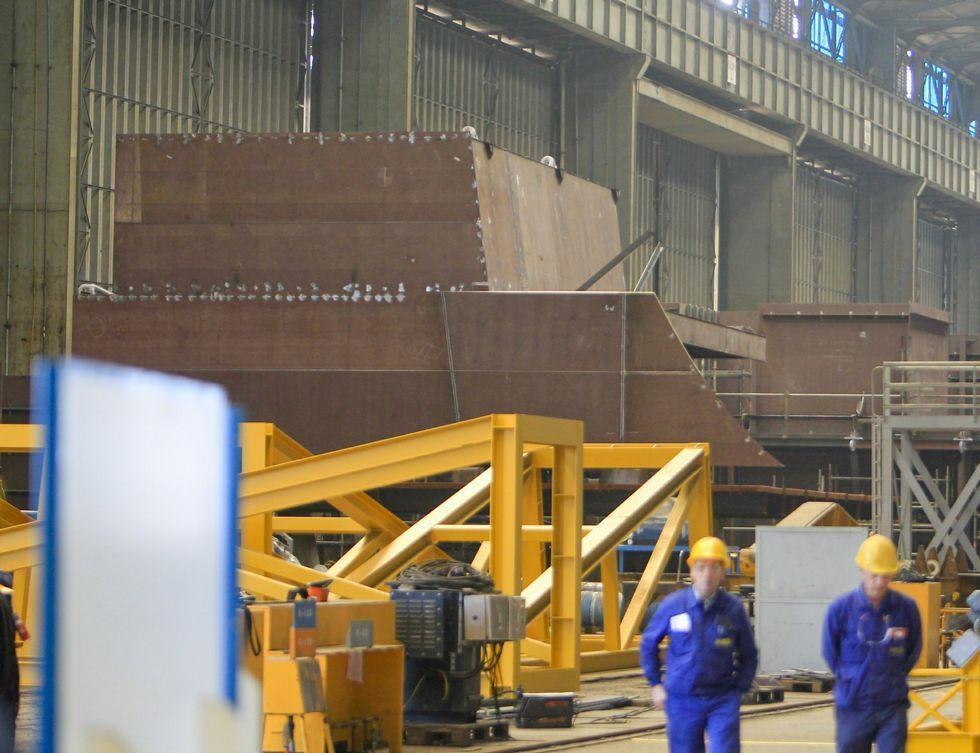 En Navantia Fene se construyen bloques del flotel y componentes de eólica marina.