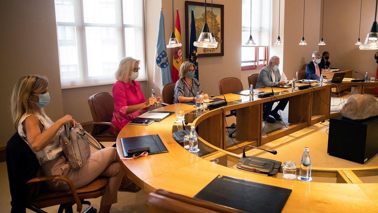 La diputada Noa Presas junto al alcalde de Viana do Bolo, Secundino Fernández