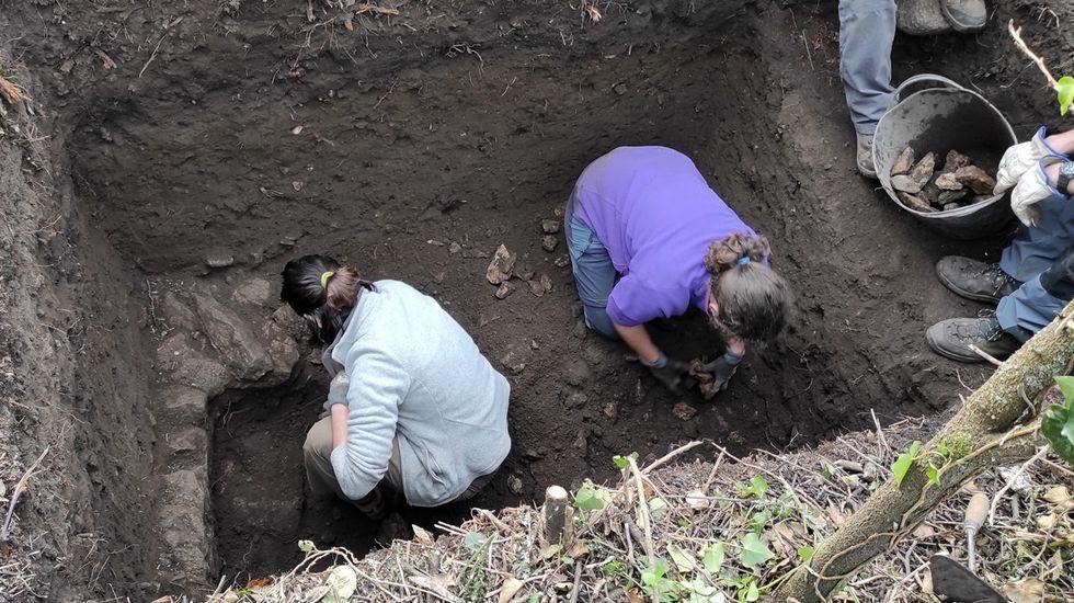 Los yacimientos romanosimprescindibles de la provincia de Pontevedra.Entrada de consultas del hospital Montecelo, en Pontevedra