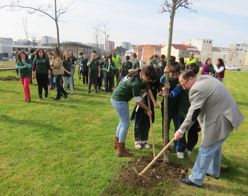 «Cuando se disolvieron las Cortes lloré muchísimo».En total se plantaron 32 árboles de diferentes especies
