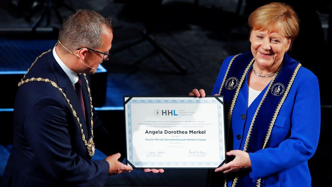 Merkel elogió el coraje de los ciudadanos de Leipzig protagonistas de la revolución pacífica que precedió a la caída del muro de Berlín, al recibir el título de doctora honoris causa por la Universidad de esa ciudad del este de Alemania