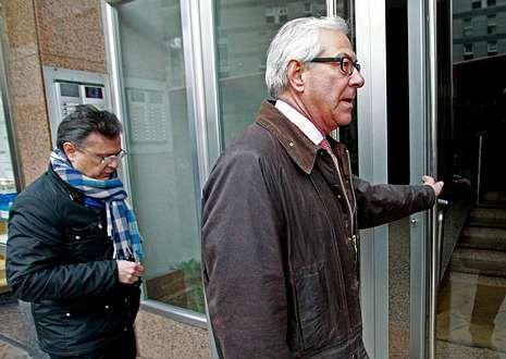 Fernández Maestre y Prada, ante la sede del Deportivo.