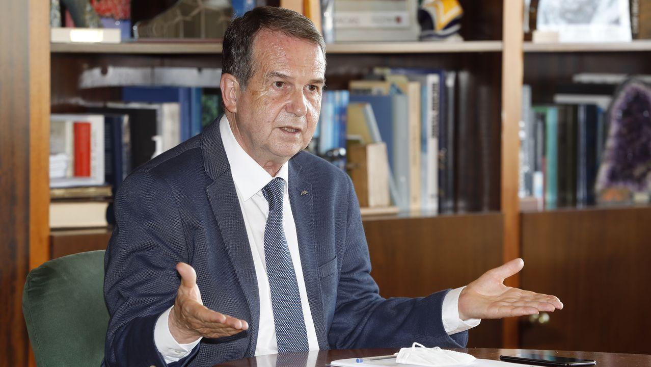 El alcalde de Siero, Ángel García, durante el pleno de aprobación de los presupuestos