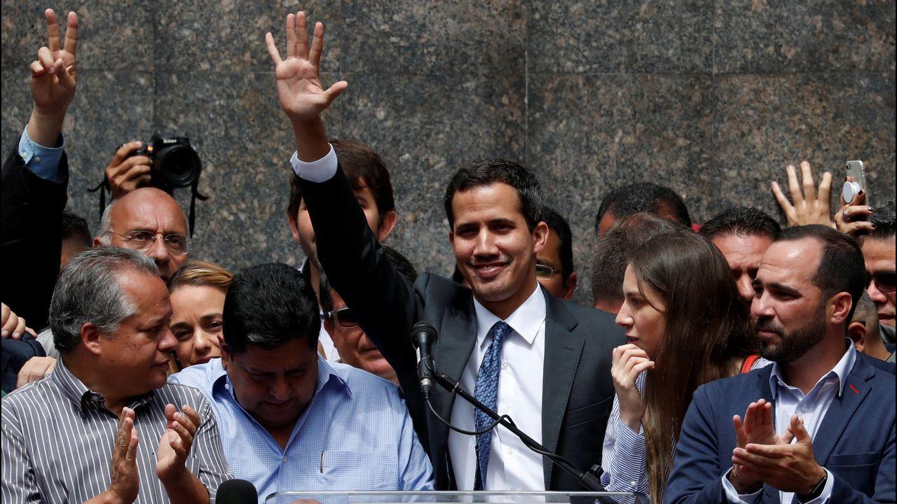 Un vecino de Lugo halla un arcón de su vivienda de alquiler dos bolsas con 5 kilos de dinamita.Juan Guaidó durante su primera aparición pública tras autoproclamarse presidente de Venezuela