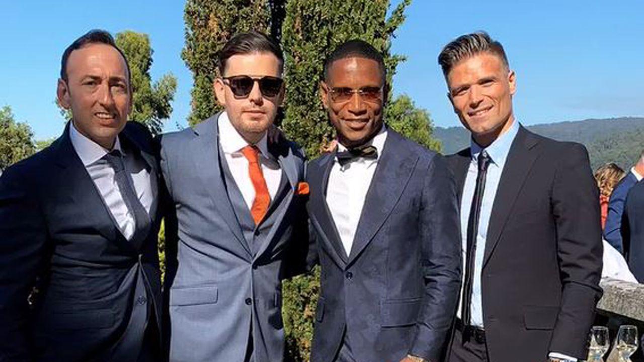 Roberto Lago, Iago Aspas y sus parejas, Jennifer Rueda y Sara López, con el matrimonio