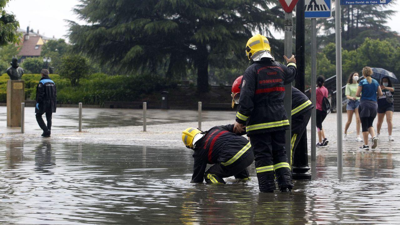 El agua se acumuló en la entrada del aparcamiento del Parque dos Condes