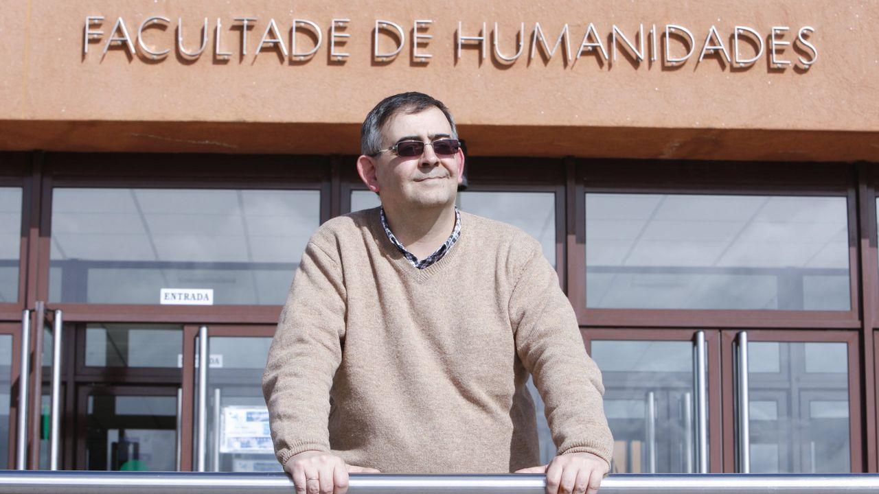 O profesor Baliñas nunha foto de arquivo de 2014 diante da Facultade de Humanidades de Lugo