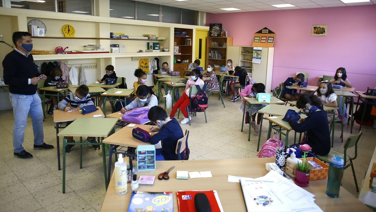 Las imágenes de la vuelta al colegio más esperada en Galicia.Haxel Ozores, fundador y CEO de ChemoSapiens, y Laura Fernandez, empleada en la compañía