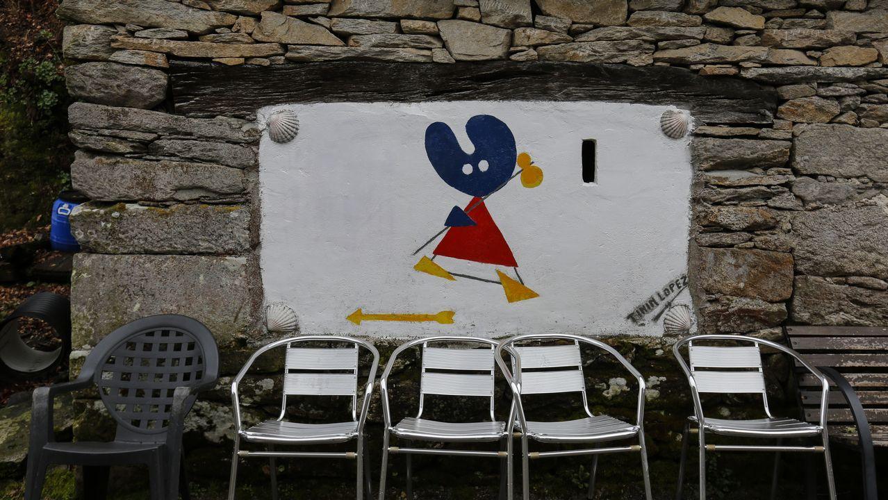 Mural con la imagen del Pelegrín del Xacobeo en la cantina de Morgade