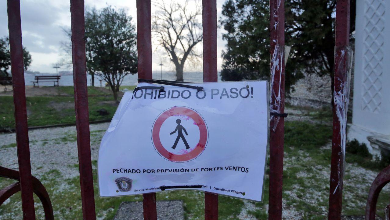 Muchos parques y jardines han cerrado sus accesos por el mal tiempo, como este de Vilagarcía