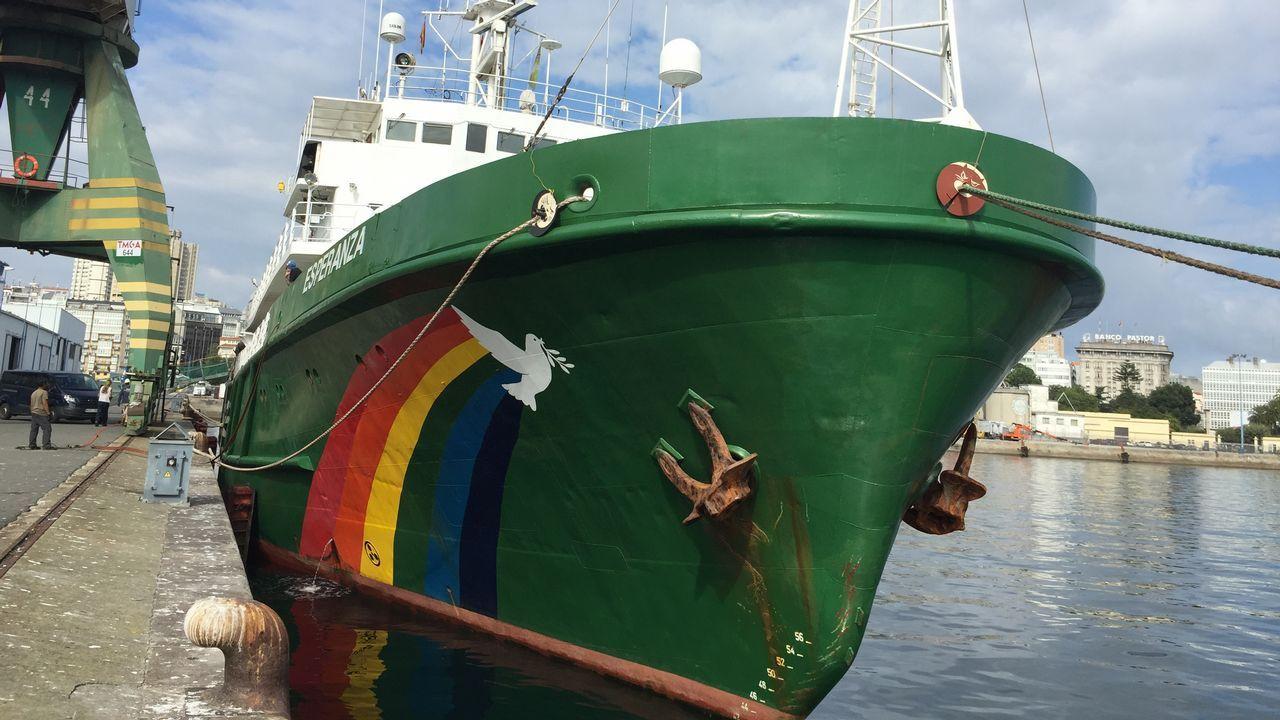 El barco «Esperanza» de Greenpeace.Concentración de refugiados