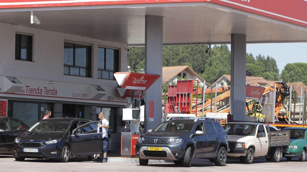 Huelga de gasolineras en Portugal. Gasolinera de Tomiño.A330 de la compañía lusa TAP
