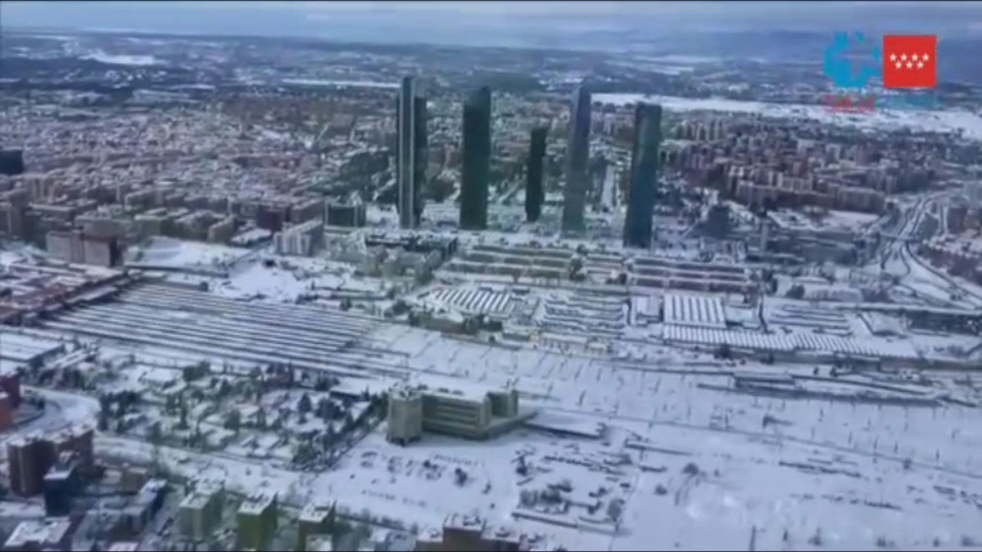 La nevada sobre Madrid, a vista de pájaro.Aeropuerto de Peinador, vacío