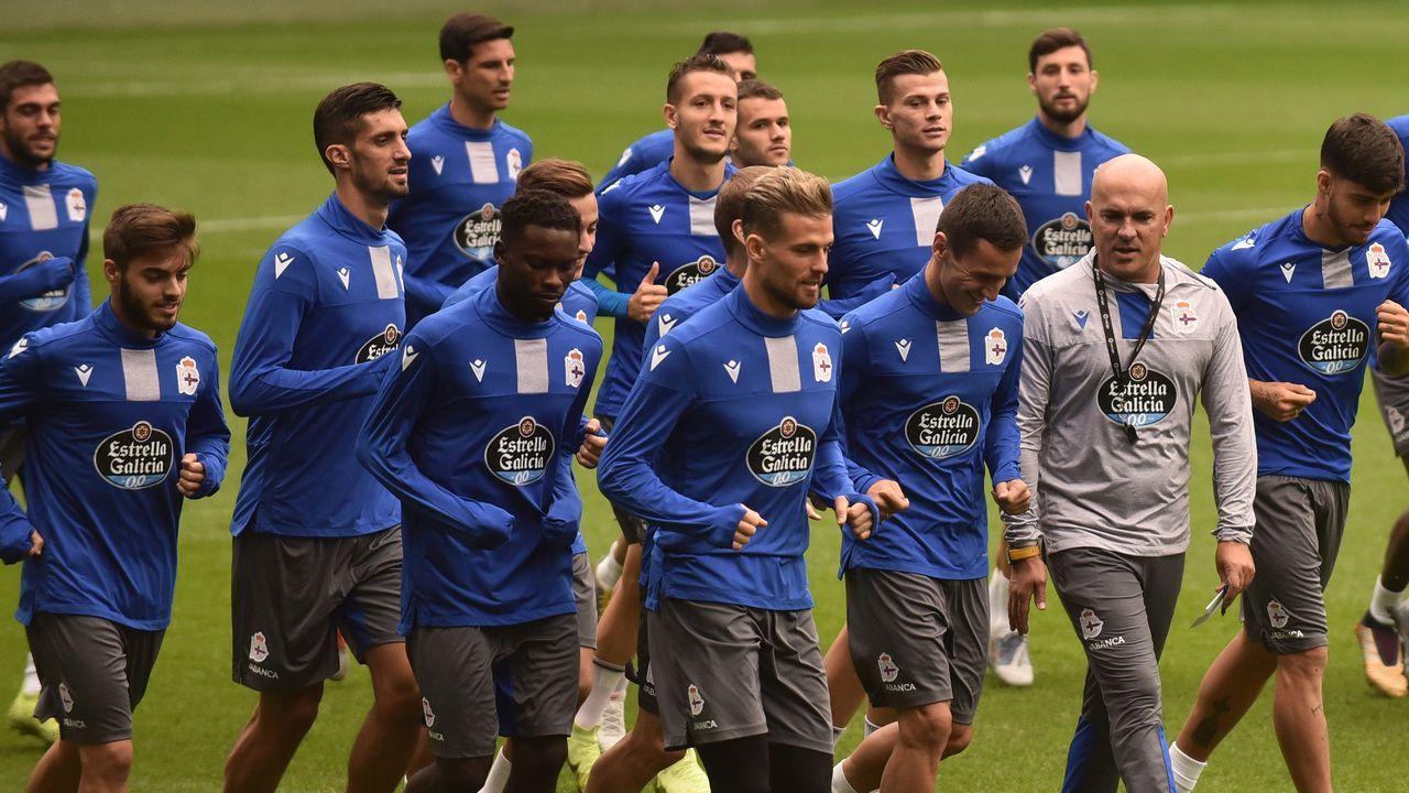 En primer término, Lampropoulos, Santos y Koné en un entrenamiento