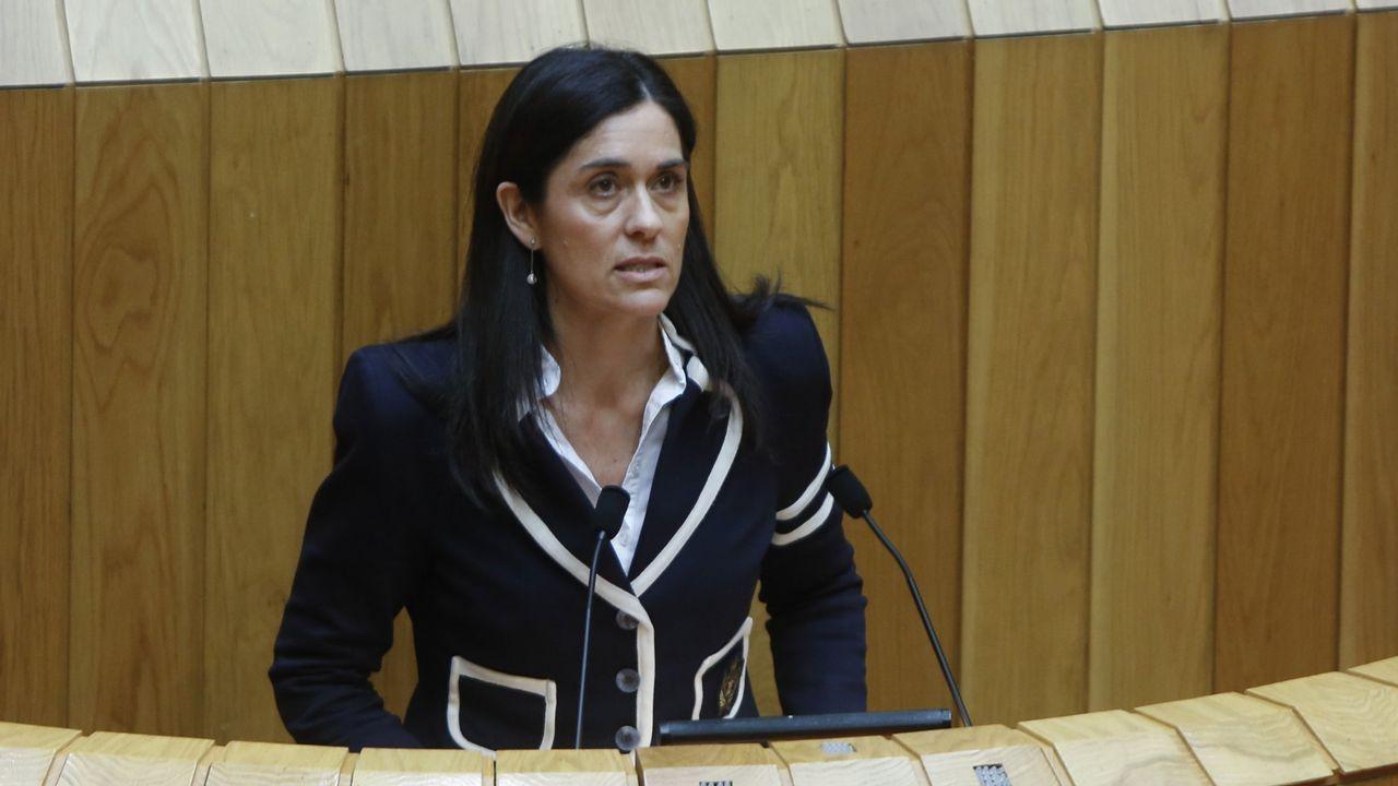 Casado anuncia que el PP recurrirá ante el TC los decretos convalidados en el Congreso.Casado y Feijoo, la semana pasada en Vilagarcía