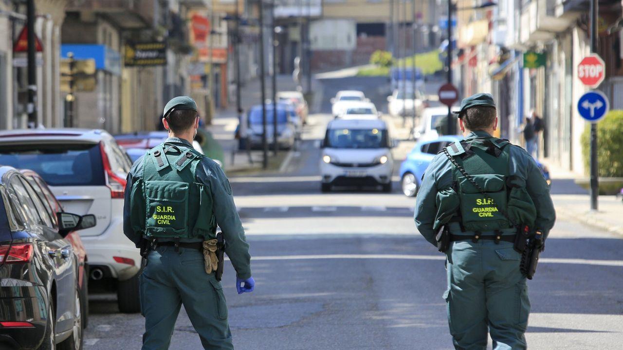 Las fotos de los coches de lujo y de quienes fueron a verlos en Monforte.La Guardia Civil detiene a cuatro personas por varios delitos en Vilalba