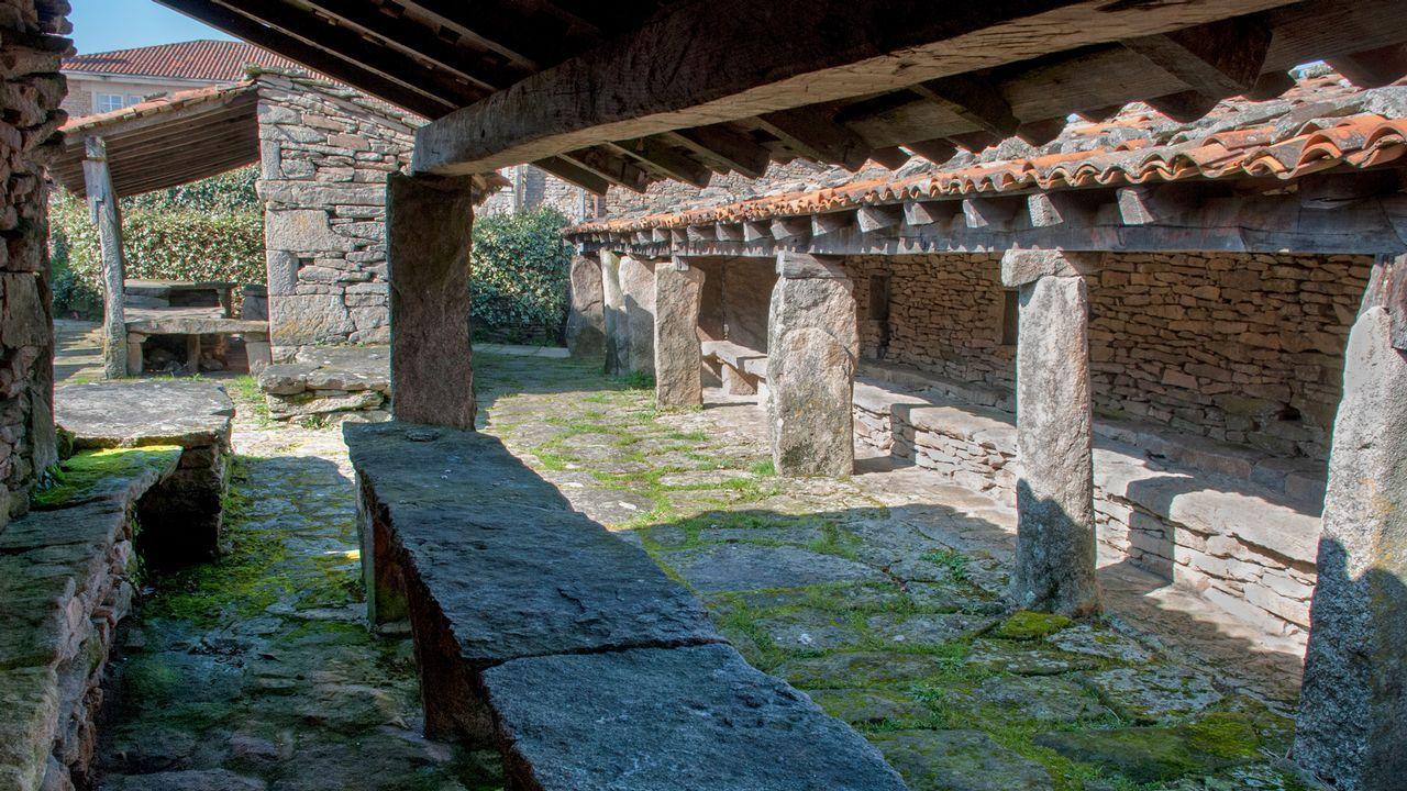 Pendellos de Agolada: as feiras daban vida ás vilas galegas e dispoñían dunha instalación de pendellos
