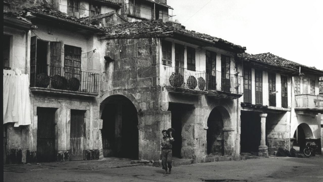 Foto antigua plaza Peixería de Muros