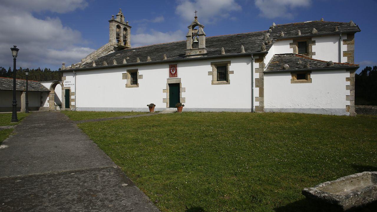 Tanto en el interior como en el exterior de la iglesia de Santo Estebo hubo enterramientos