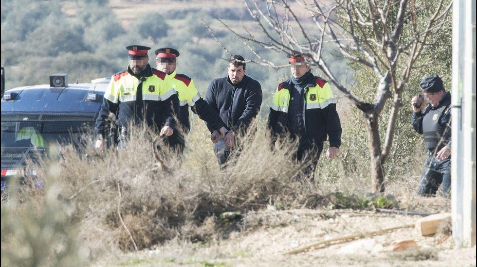 La madre de Nadia, Margarita Garau, sale de los juzgados de La Seu d'Urgell, en Lleida