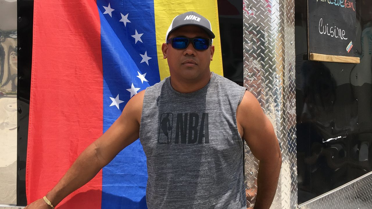 Gallegos en Venezuela.Juan Carlos Peña llegó hace un año a Miami, desde entonces busca sacar a su mujer y su hija de Venezuela